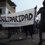 Dos palos de escoba para la solidaridad