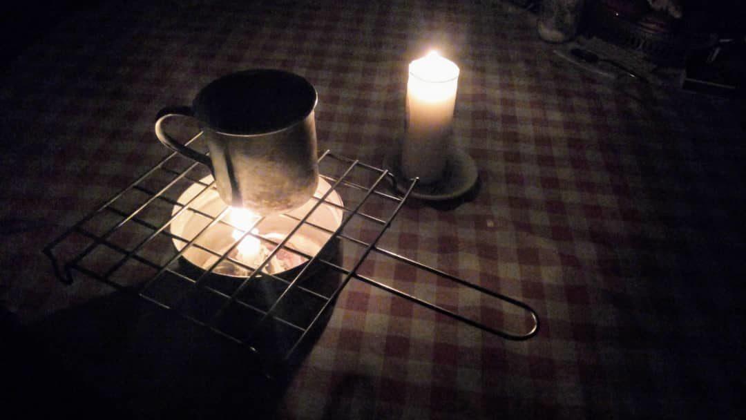 Pan frío y café caliente