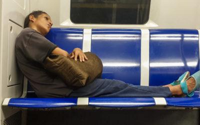 La noche anda en Metro